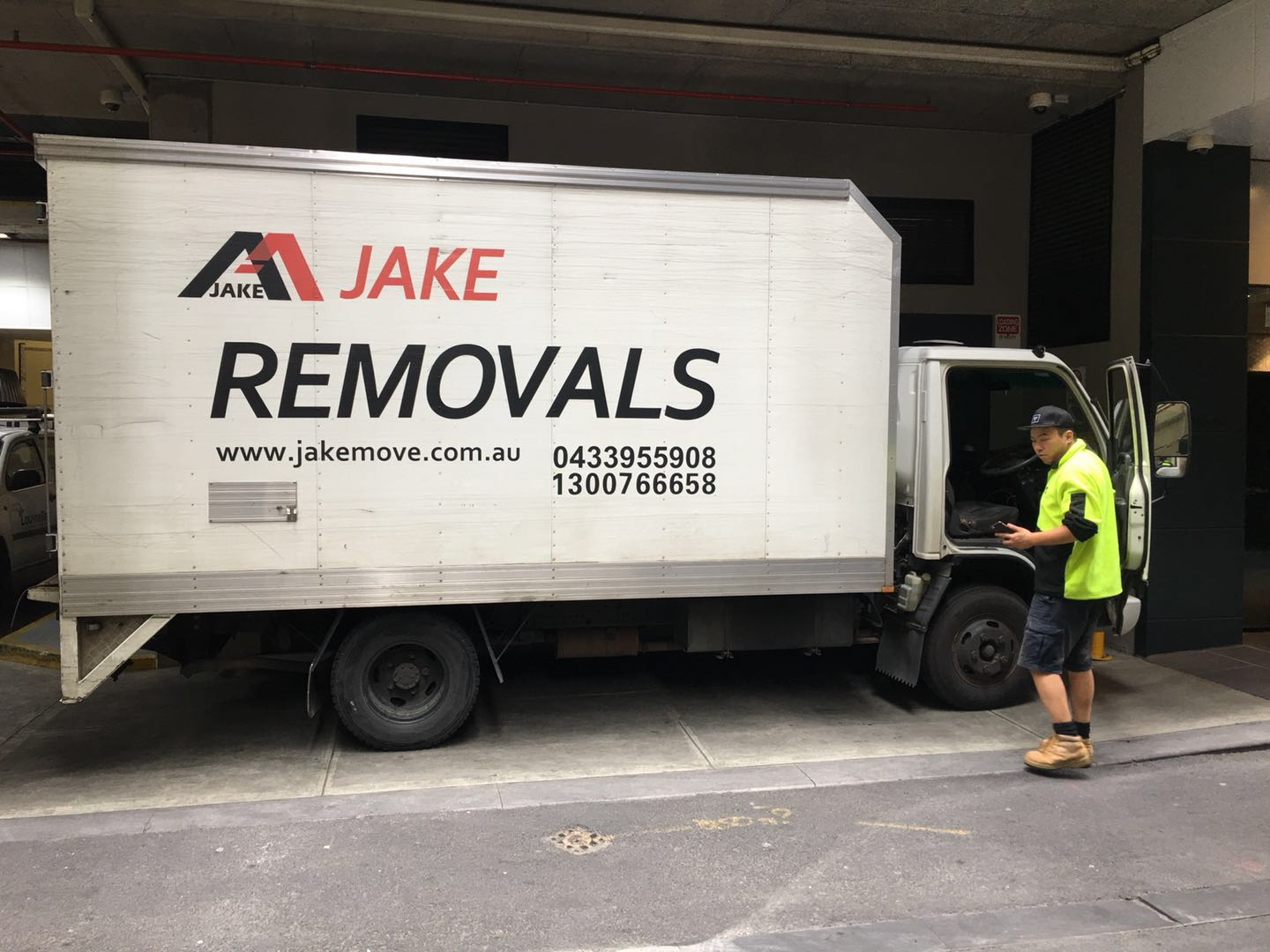 Furniture Removalists Melbourne CBD-Laneway